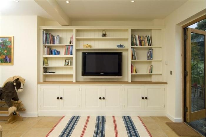Classic Tv Family Room Bookcase