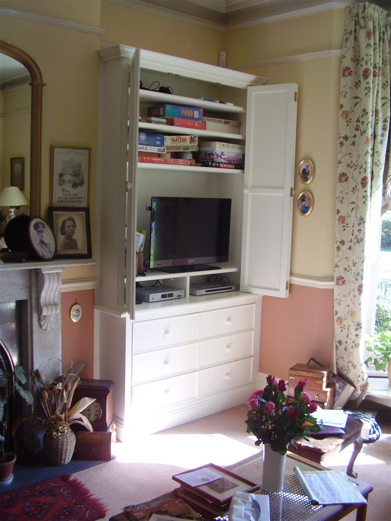 30) TV bookcase with chest of drawers