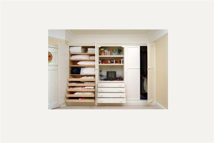 With Oak linen drawers & shelves