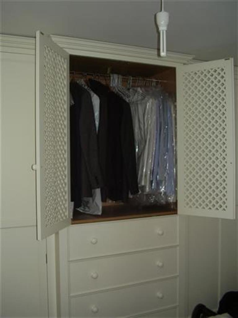 Lattice cupboard & deep drawers