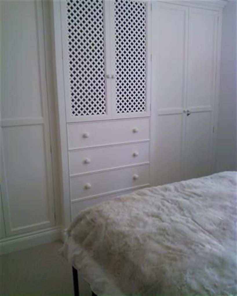 Breakfront fitted wardrobe