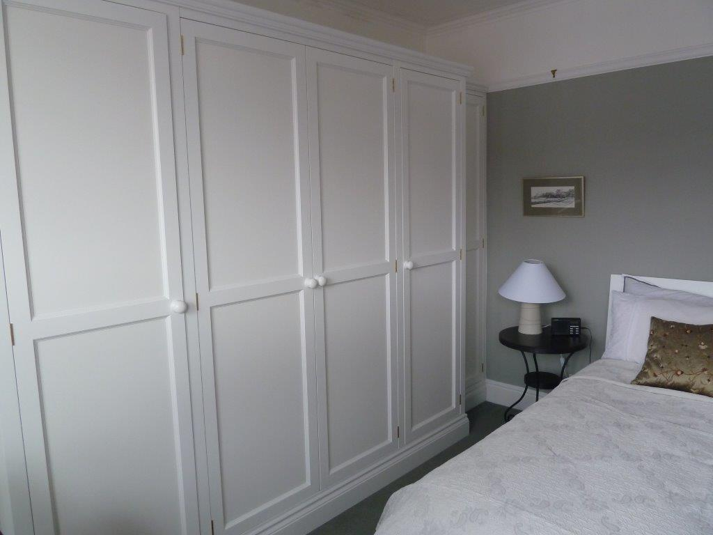 Fitted wall to wall Wardrobe